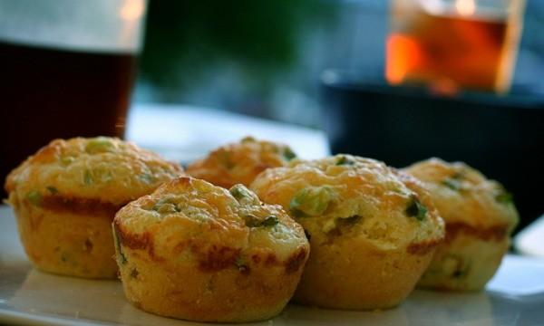 Muffin-salati-con-cipolla-e-pancetta